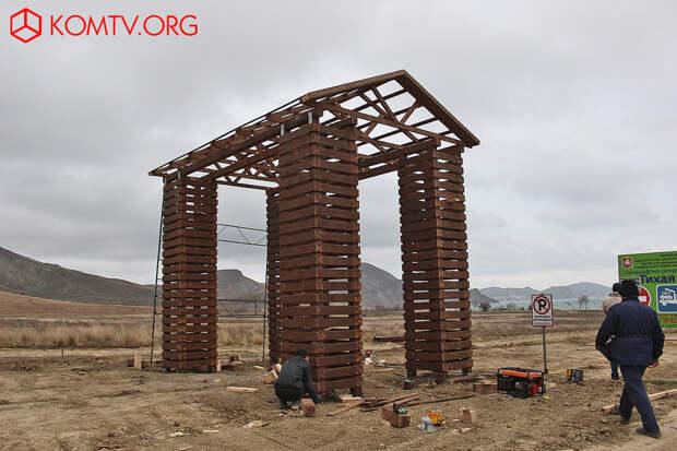 Тихая Бухта Сооружена входная арка в бухту