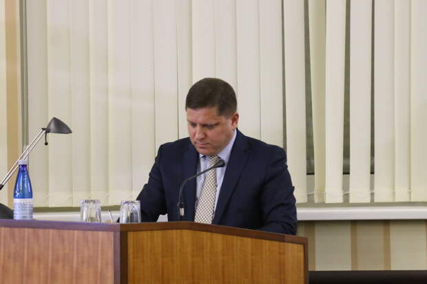 Аксенов принял отставку министра ЖКХ Крыма