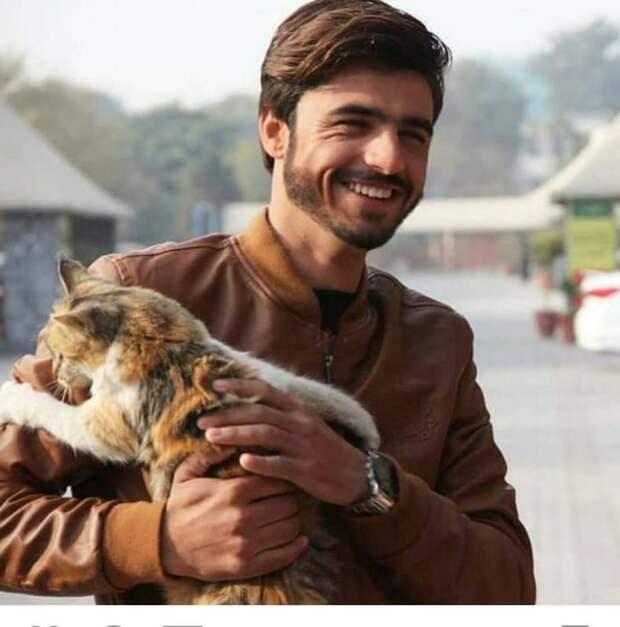 От продавца чая до модели: как одно фото изменило жизнь пакистанского юноши
