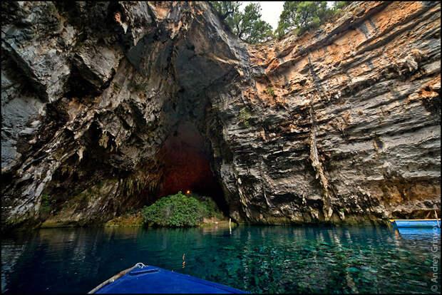 Пещерное озеро Мелиссани в Греции