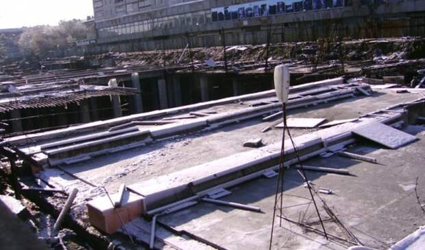 Владельцы «Атриума» неспешат засыпать котлован вцентре города
