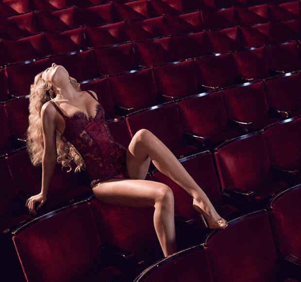 Вот бы все девушки приходили так в театр