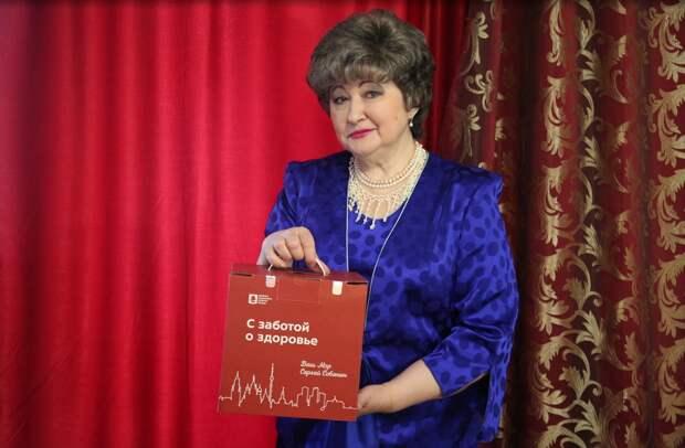 Сделавшую прививку от COVID-19 пенсионерку из Бибирева приятно удивил подарочный набор