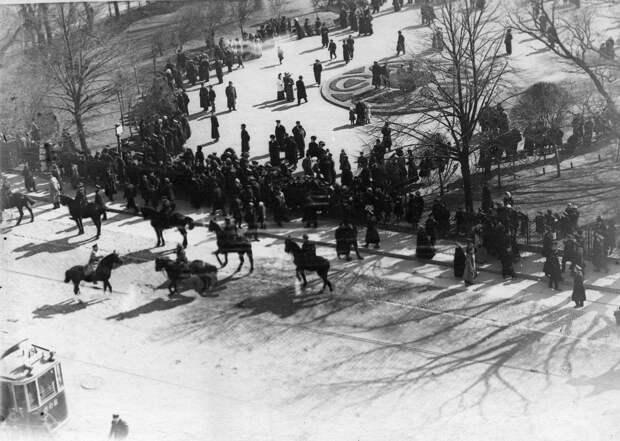 12. Демонстрация протеста на Невском проспекте. 15 апреля 1912. Санкт-Петербург