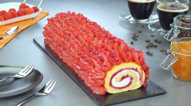 Красивый рулет с малиной: восхитительный десерт для любого стола