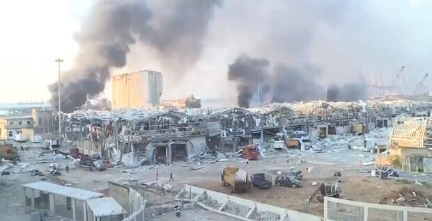 После взрывов, унесших больше 100 жизней, полуразрушенный Бейрут объявлен зоной бедствия