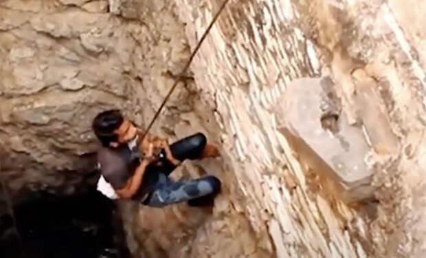 40 дней и ночей мужчина копал глубокую яму. Его считали глупцом, но на 41 день в яме показалась вода