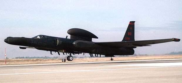 На фотографии - U-2R с антенной ретранслятора спутниковой связи
