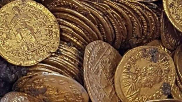 Монеты относятся ко временам правления разных римских императоров.