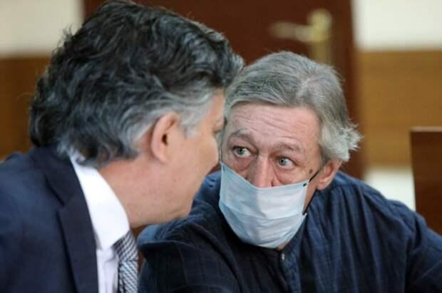 Михаил Ефремов с адвокатом