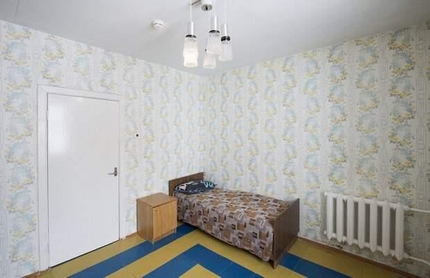 В гостинице сохранили стиль советского интерьера (Поселок Пирамида, Архипелаг Шпицберген).
