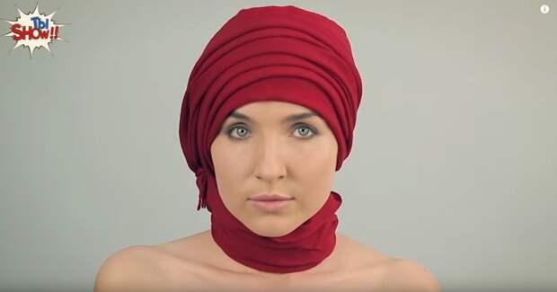 В двадцатые годы прошлого века женщины, живущие в Украине, носят яркие платки.
