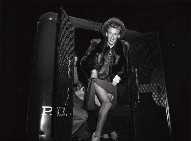 Мужчина, арестованный за переодевание в женщину. 1939 год. история, факты, фото