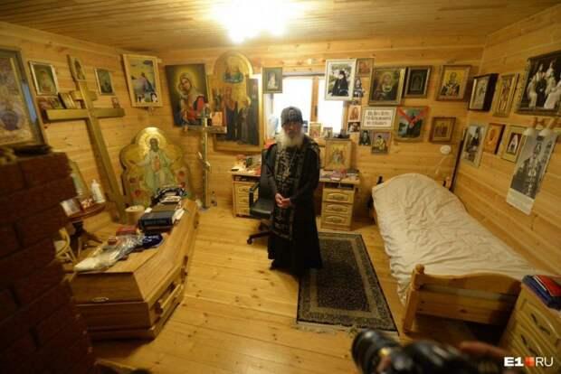 9 фактов о схиигумене Сергие, у которого в келье стоит гроб и портрет Сталина