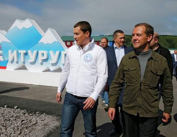 Медведев: России на Курилах нужна современная войсковая группировка