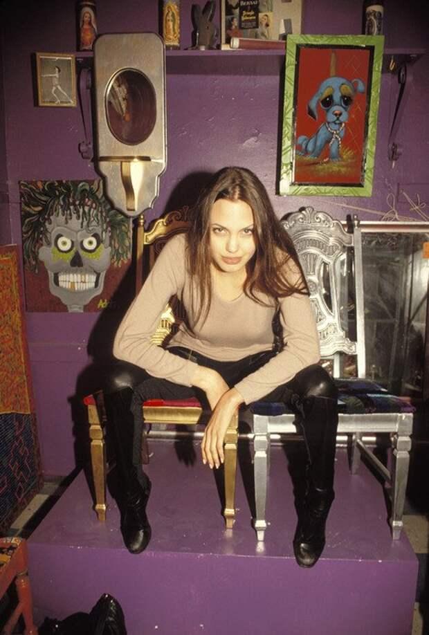 Фотосессия Анджелины Джоли в 1994 году. Анджелине 19 лет.