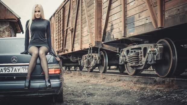 Девушка в чёрном и Мерседес