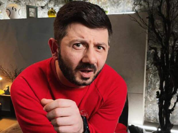 «Захлебнется весь мир»: Галустян прокомментировал скандальный инцидент с флагом России