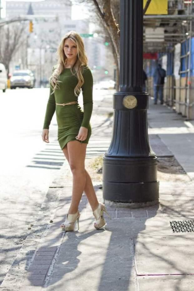 Стройные девушки в платьях (48 фото)