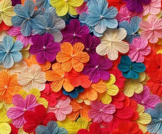 Цветы из гофробумаги своими руками (17)