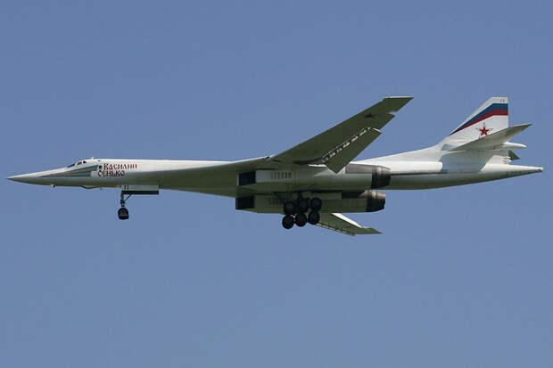Два ракетоносца Ту-160 пролетели над акваторией Балтийского моря