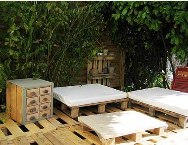 терраса на даче из деревянных поддонов
