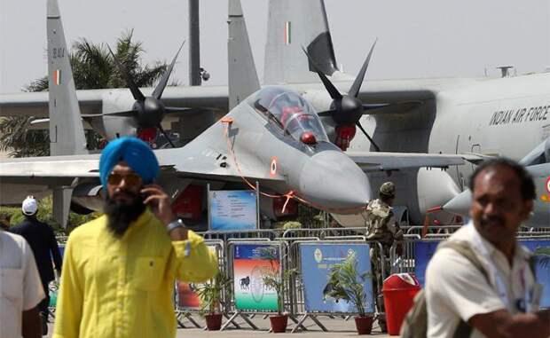 На фото: истребитель Су-30МКИ ВВС Индии на авиакосмической выставке