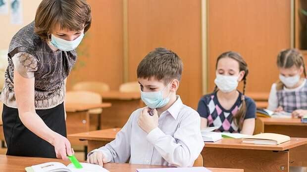 Врач предостерег о росте заболеваемости COVID из-за школьников