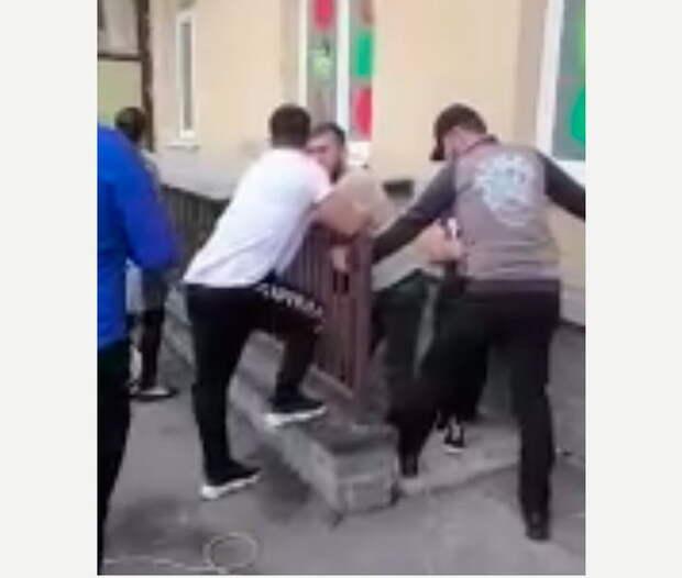 """""""Полиция нам нипочём"""": В пригороде Петербурга этническая группировка терроризирует местных жителей"""