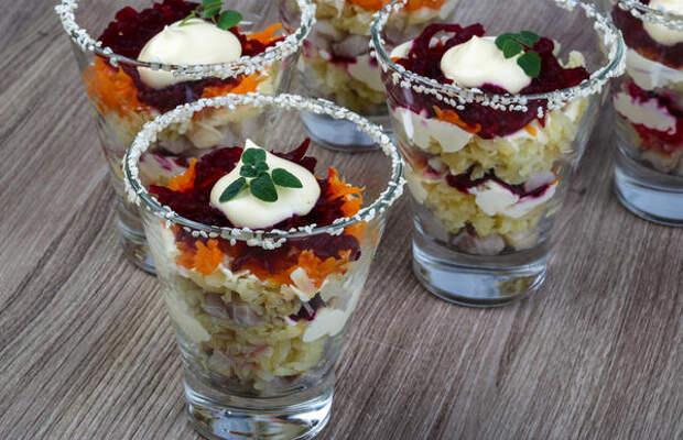 Салат в стопочках