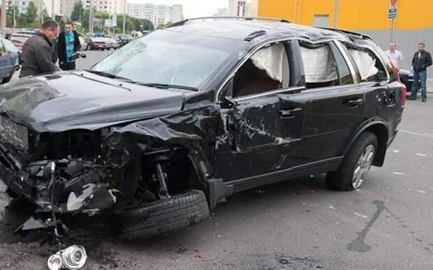 В Волгограде пенсионер на ГАЗ-21 протаранил 12  внедорожников чиновников авария, авто, общество, стабильность ...