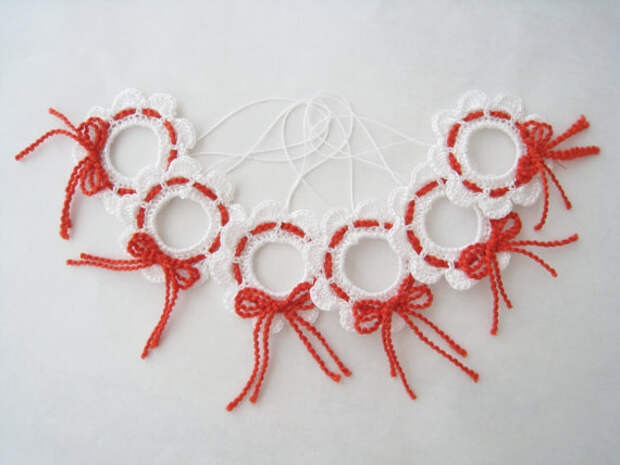 Holiday Crochet Ornaments Mini Snow Christmas Wreaths Red and White New Year Christmas Tree Decorations 6 pcs one set