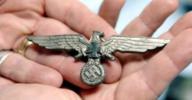 В брюхе 100-летнего сома обнаружили останки нацистского офицера СС офицер СС, сом