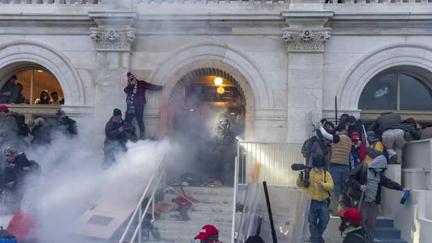 Американского журналиста арестовали после работы в ходе захвата Капитолия