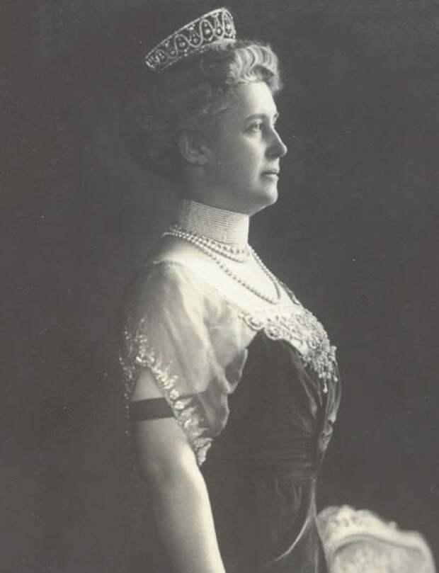 Герцогиня Хильда Люксембургская в диадеме