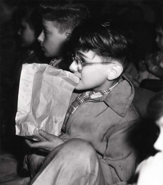Зрители кинотеатров Нью-Йорка 1943 года