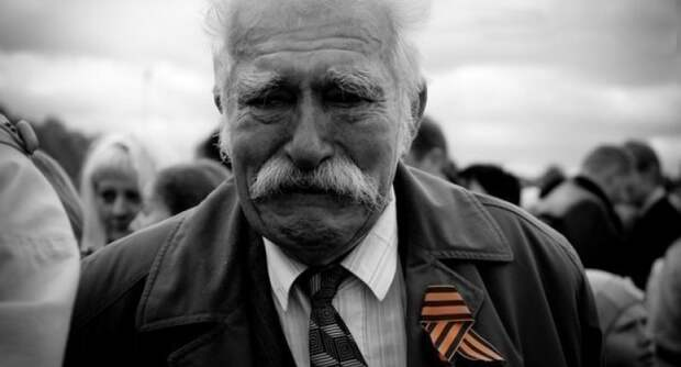 Львовский нацист Сытник сорвал с пенсионера ленточку