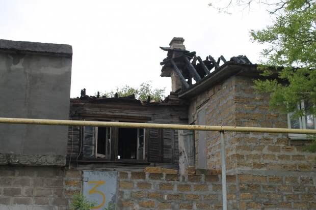 Стали известны подробности пожара в доме на три семьи в Севастополе