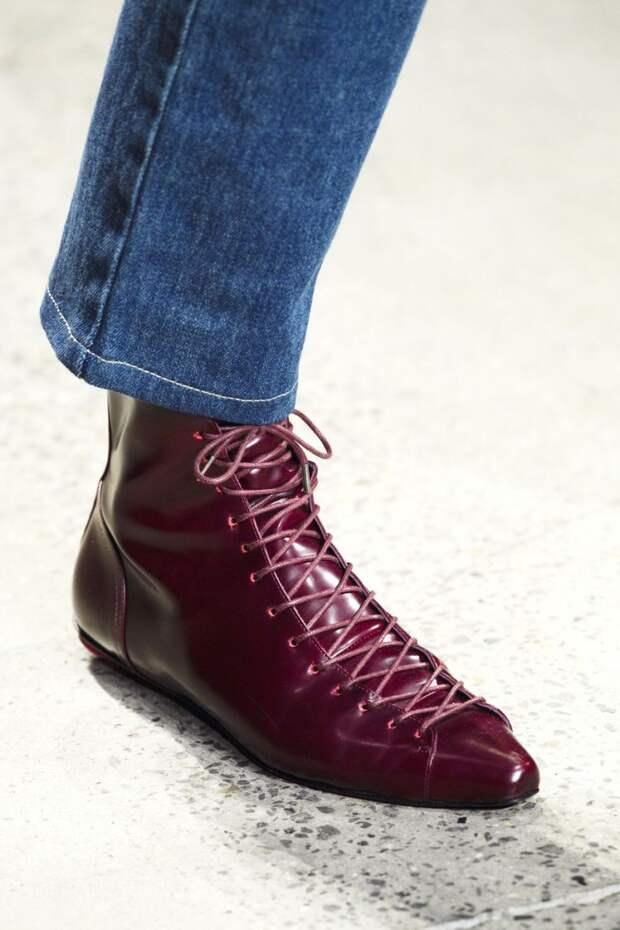 Ботинки на плоской подошве цвета марсала из коллекции Adam Selman