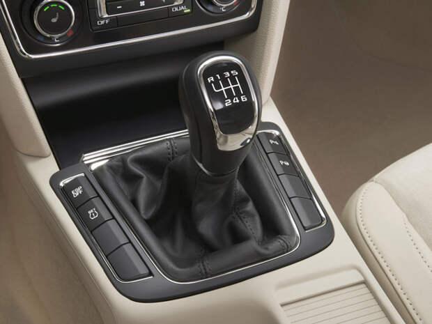 Быстрое переключение передач поможет уменьшить вязкость масла в трансмиссии