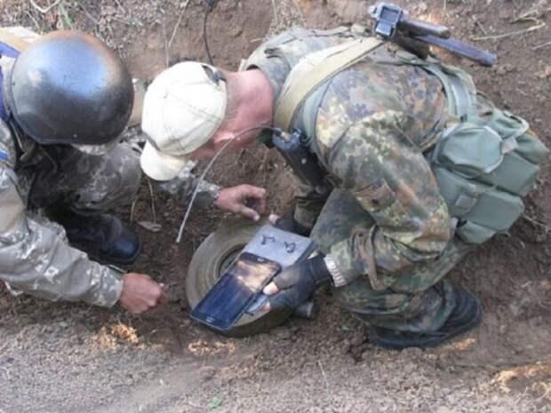 Украинские военные заминировали границу с Россией в Крыму