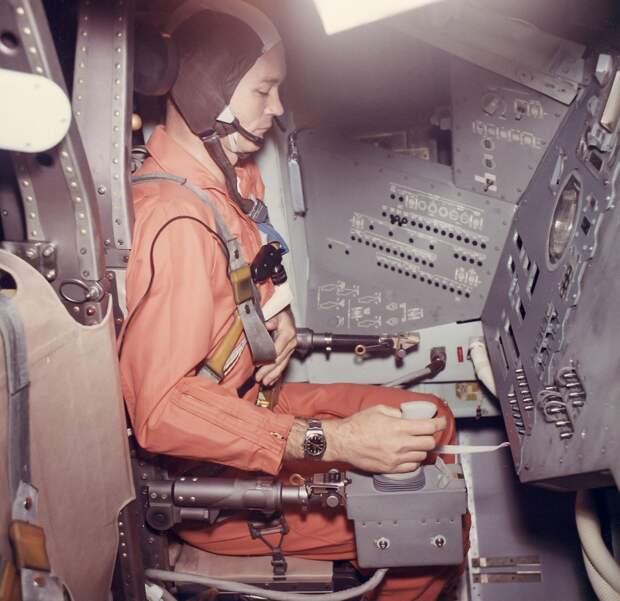 1969. Тренировочные упражнения по посадке на Луну