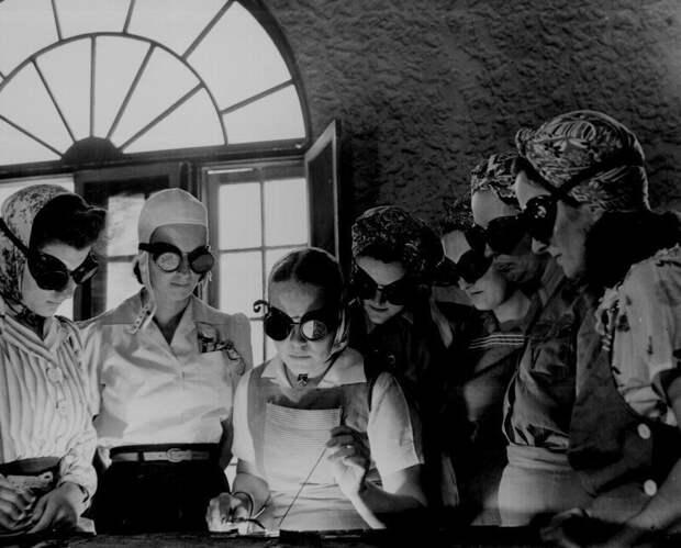 Американские женщины учатся работать со сваркой в профессионально-технической школе, апрель 1942 года. история, ретро, фото, это интересно