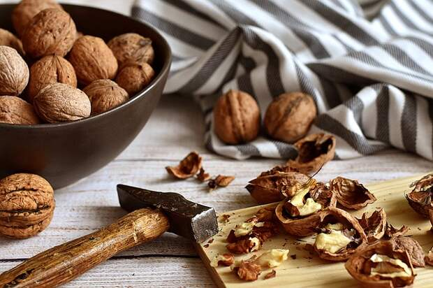 Ядра грецких орехов помогут освежить внешность, укрепить здоровье и ум