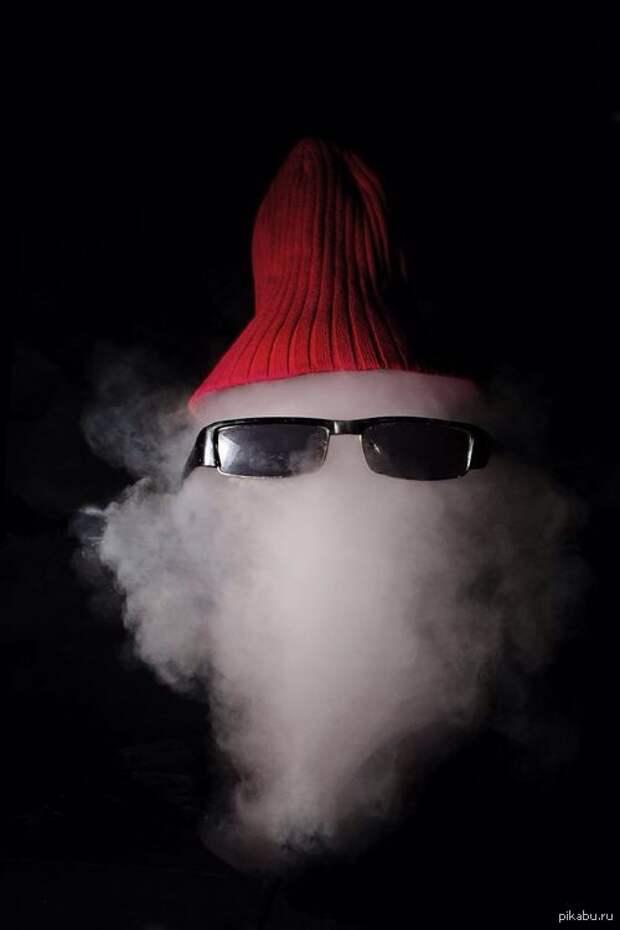 """На воздушный шарик с дымом нацепили очки и шапку, лопнули в момент съемки кадра"""""""