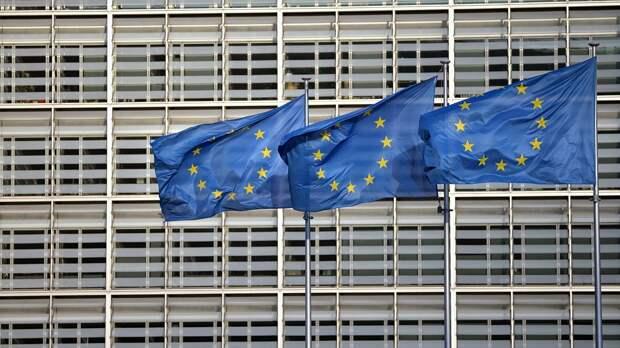 Флаги ЕС на фоне здания Европейского совета - РИА Новости, 1920, 15.09.2020