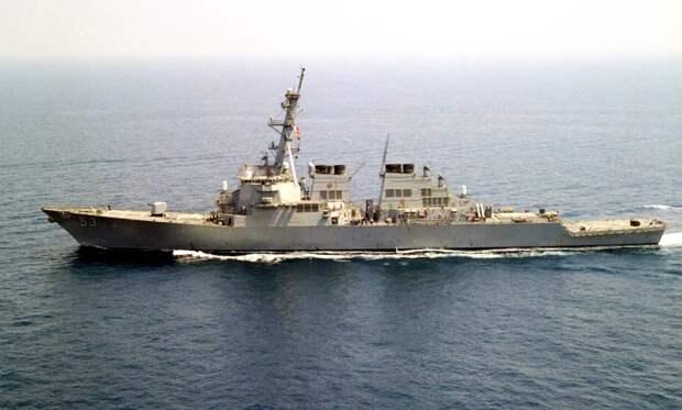 На учения AMAN-2021 привезли ржавый американский эсминец