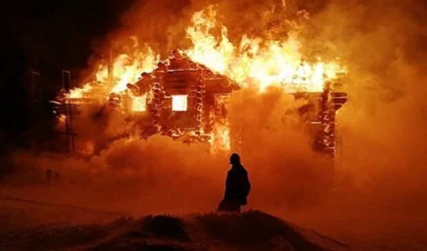 Двухэтажный коттедж горит на набережной ГГМ вНижнем Тагиле