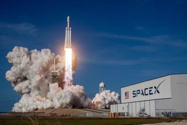 Безос собирается судиться с NASA из-за сотрудничества с Илоном Маском