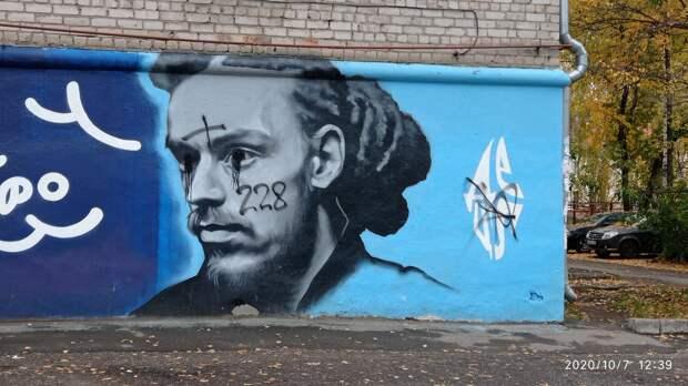 В Ижевске восстановят испорченное вандалами граффити Децлу